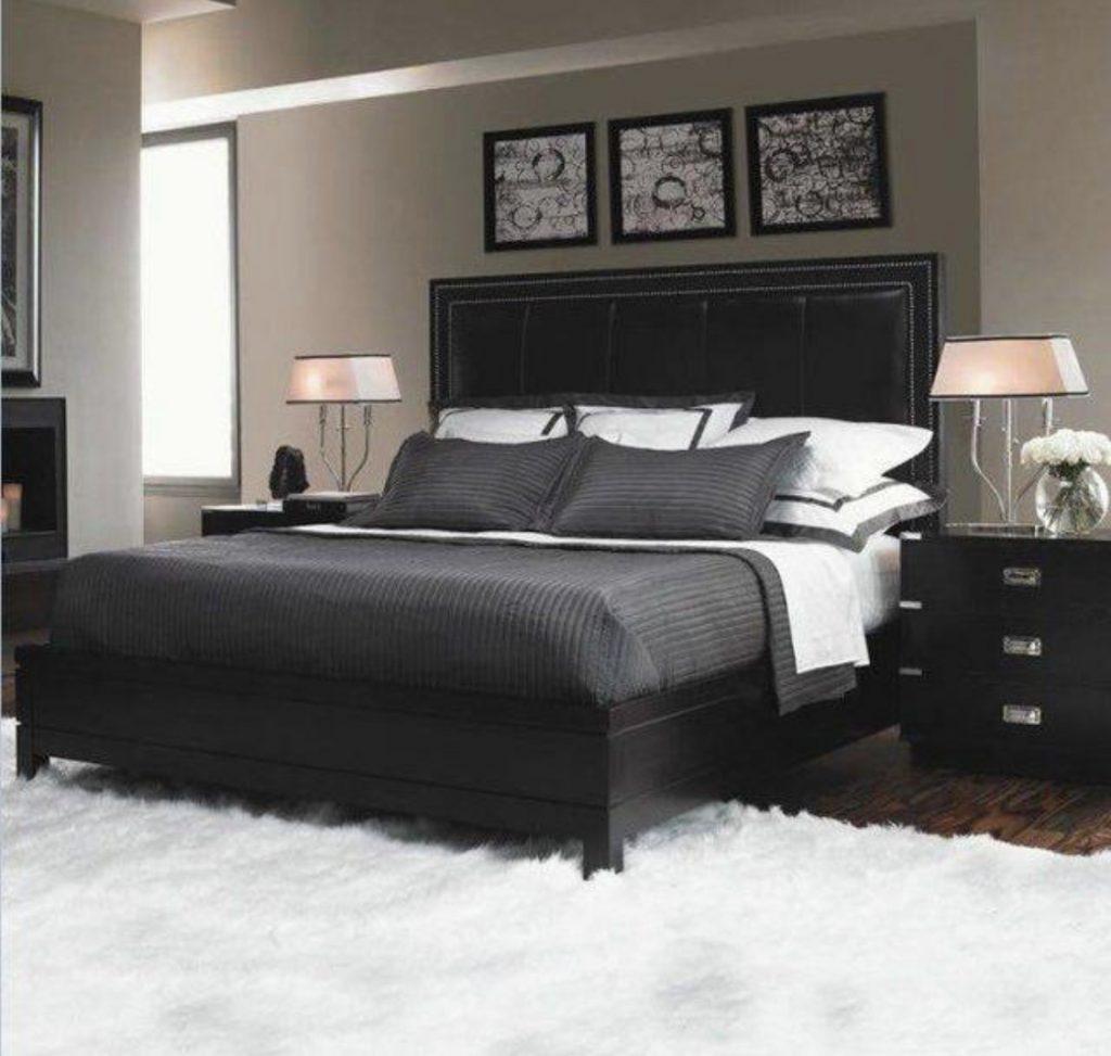 แต่งเตียงสีดำ /