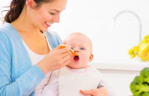 รู้สักนิด ควรให้ลูกเริ่ม กินอาหารเสริมเมื่อไหร่
